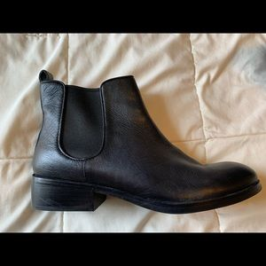 Cole Haan Chelsea Bootie in Black Leather, Size 9